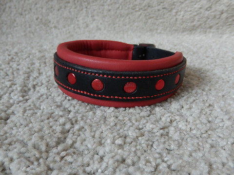 Väripallokaulapanta musta/punainen