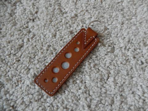 Nahkainen avaimenperä, konjakki/harmaa, heijastava