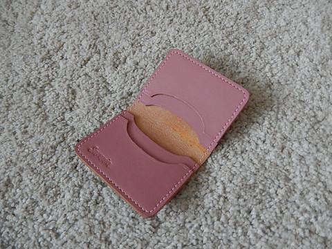 Nahkainen korttikotelo neljälle kortille, vaaleanpunainen