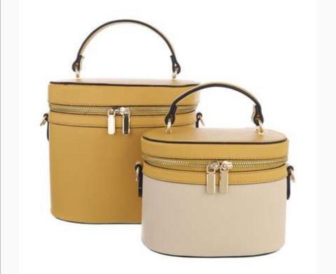 Käsilaukku kahdessa koossa