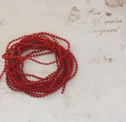 Punainen mini helminauha 2mm 2 metriä