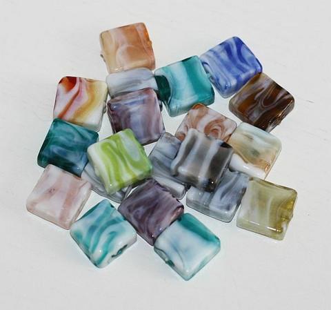 Lamppuhelmi marmorineliölasihelmi värisekoitus 12x12mm 20kpl