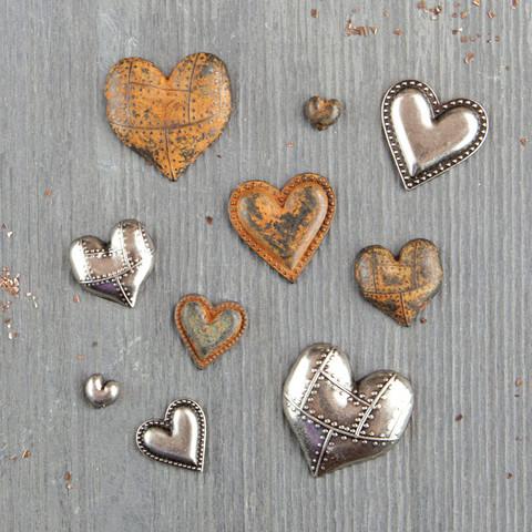 Finnabair Mechanicals -metallikoristeet Tin Hearts