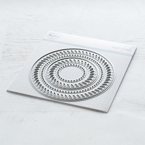 Pinkfresh Studio stanssisetti Braided Circles