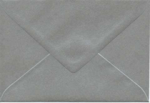 Yksivärinen kirjekuori 12.5x18.5cm - helmiäishopea