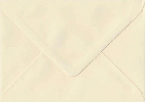 Yksivärinen kirjekuori 11.5x16.2cm - kermanvalkoinen