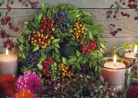 Marjakranssi ja kynttilät