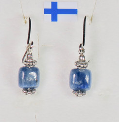 Korvakorut kyaniitti, sininen, kulmikas 5x5mm, hopeakukat