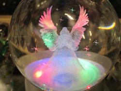 Enkelipallo kristallilasia 75mm lasijalustalla