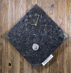 Seinäkello: Spektroliittikello 30x30cm, kulmittain, lämpömittari (no:54-2)