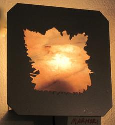 Kivilamppu: Marmori 'lehti', metallireunus 25x25cm Seinävalaisin