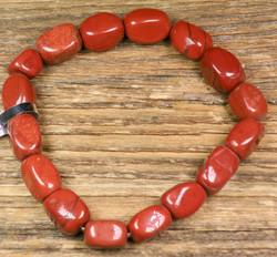 Rannekoru punainen jaspis, kulmikas, joustavassa silikoninauhassa