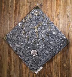 Seinäkello: Larvikiittikello 30x30cm, kulmittain, lämpömittari (312-1)