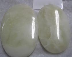 Vesuvianiitti vaaleanvihreä taskukivi Ural Venäjä