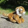 Pehmolelu Tiikerin pentu pituus kuonosta hännänpäähän 38 cm