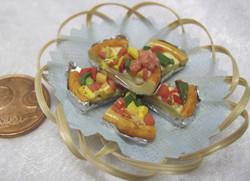 Nukkekodin ruoka: kasvispiirakkapaloja leipäkorissa