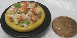 Magneetti: Nukkekodin ruoka; Katkarapupizza mustalla pannulla