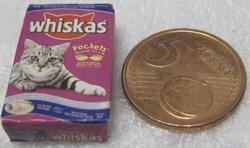Nukkekotiin kissanruoka Whiskas-paketti minikoko