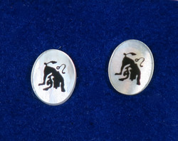 Nappikorvakorut LEIJONA, LEO 925-hopea ja simpukka