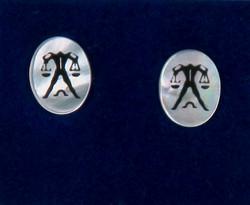 Nappikorvakorut VAAKA LIBRA 925-hopea ja simpukka