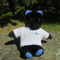 Pehmolelu nalle, mustakarhu 45cm, villapaita, Suomalaista käsityötä
