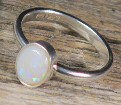 Sormus Jalo-opaali 16,5mm ovaali 7x9mm Australia nro1