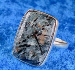 Sormus: astrofylliittisormus 22,5mm säädettävä, kulmikas kivi 19x27mm (no5) Unikki!