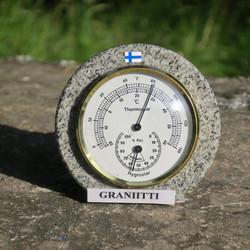 Lämpö- ja kosteusmittari pöydälle suomalaista graniittia
