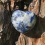 Kaulakoru sodaliittisydän 3x3cm porattu riipus