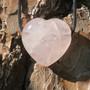 Kaulakoru ruusukvartsisydän 3x3cm porattu riipus