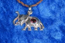 Hopeariipus: Elefantti ja almandiini (granaatti) viistehiottuna