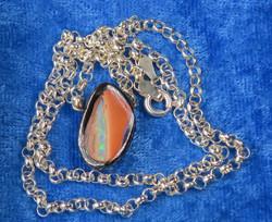 Kaulakoru: Jalo-opaaliriipus n.12x18mm,  42cm hopeaketjussa (N) Unikki!