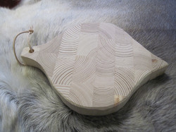 Leikkuulauta, sipulin muotoinen, sipulia varten, 20x15cm, mäntyä, ripustuslenkki.