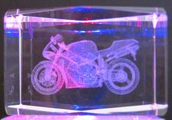 Kristallikuutio 8cm Moottoripyörä