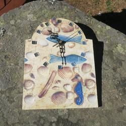 Seinäkello simpukat hiekalla, tunnin merkkeinä peilit puuta 26cm