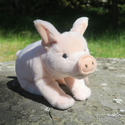 Pehmolelu sika, porsas, käsrsästä saparon päähän 28cm