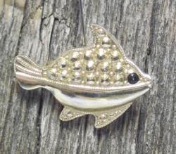 Rintakoru: Kala, kullan värinen, pieni