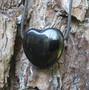 Kaulakoru obsidiaanisydän, musta 3x3cm porattu riipus