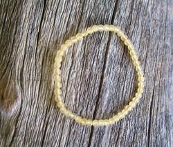 Rannekoru kalsiitti keltainen 4mm joustavassa silikoninauhassa