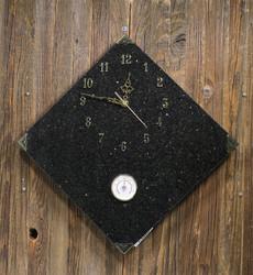 Seinäkello: Gabrokello, 30x30cm, kulmittain, lämpömittari (348-3)