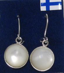 Korvakorut: Helmiäinen 10mm istutettu 925-hopeaan. Koukut 925-hopea-silver