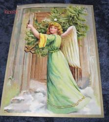 Joulukortti enkeli ja joulukuusi mökin ovella. ken19