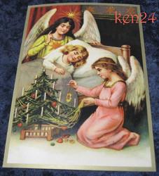 Joulukortti: 2 enkeliä ja joulukuusi vierellä, tyttö nukkumassa(ken24)