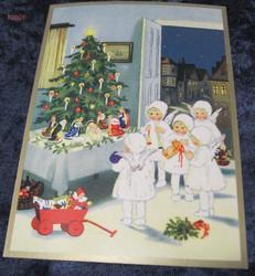 Joulukortti pienet enkelit lahjoineen  joulukuusen luona. ken26