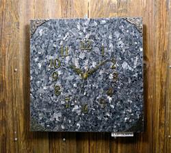Seinäkello: Larvikiittikello 30x30cm (312-3)