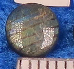 Kapussi spektroliitti 6mm pyöreä cabochon