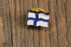 Pinssi Suomenlippu liehuva pieni 8x13mm metallia