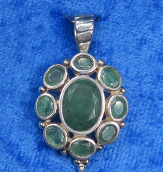 Riipus smaragdiriipus 9 viistehiottua kidettä, hopea