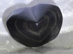 Sateenkaariobsidiaani: Sydän 35x50mm,  n.70g (a)