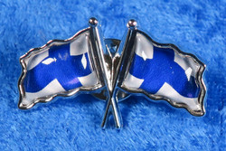 Pinssi Suomenlippu 2 lippua ristissä 20x33mm pullea